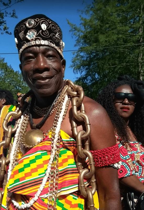 Surinaamse man in traditionele kleding